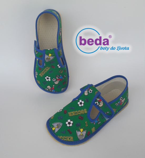 Barefoot Beda barefoot - papučky na suchý zip zelené fotbal bosá